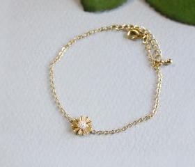  Dainty daisy flower bracelet in gold