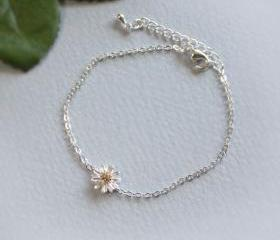  Dainty daisy flower bracelet in silver
