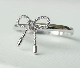 Twisted Bow ring in silver Ribbon tied, knuckle ring in silver, adjustable ring, everyday jewelry, delicate minimal jewelry